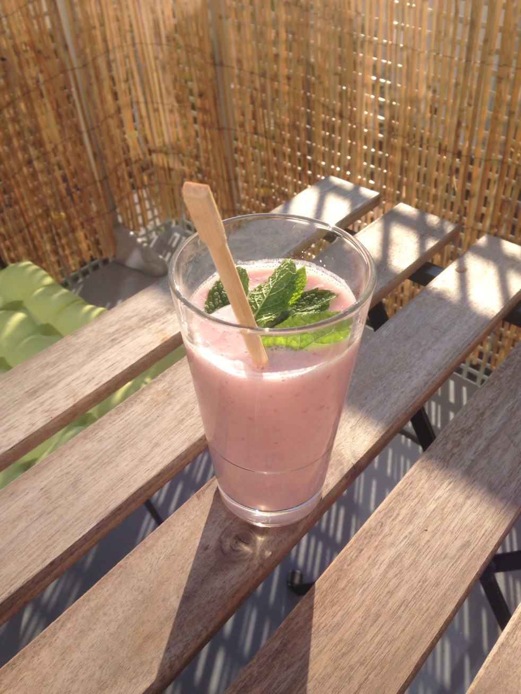 Smoothie fraise au lait d'amande